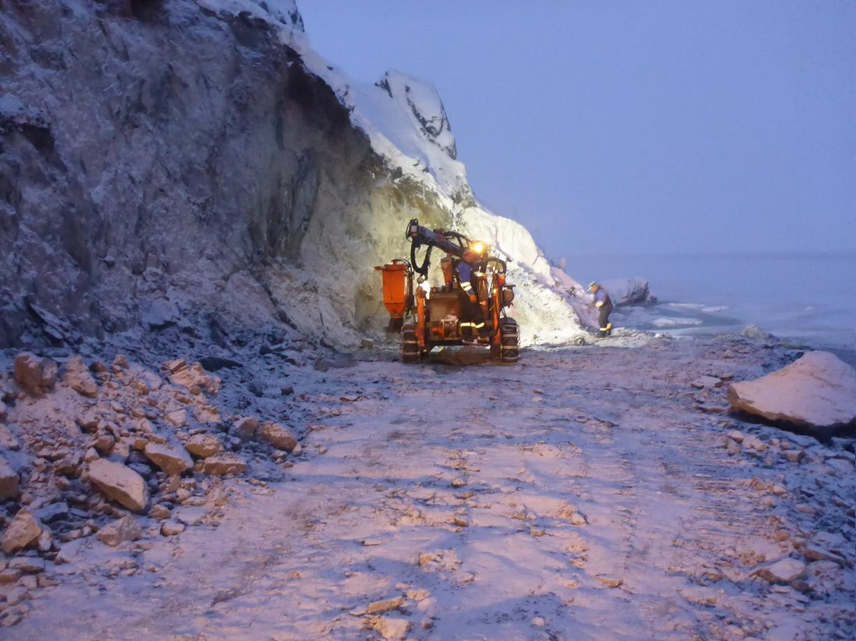 Blast_drilling_in_january_on_the_road_from_outer_port_to_camp